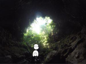 西表島 映画に出てきそうな洞窟の入り口