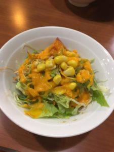 バンチャガルのセットのサラダ