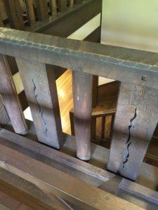 揚輝荘 ホールの階段の手すり