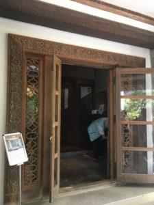 揚輝荘 玄関