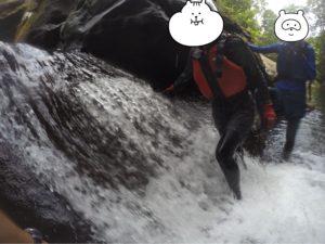 西表島 キャニオニング 滝を渡る