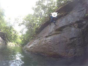 西表島 キャニオニング もっと高いところからジャンプ