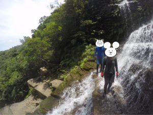 西表島・リバートレッキング 滝の上を歩く