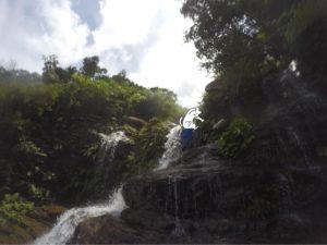 西表島・リバートレッキング 滝の上を歩く 意外と歩きやすい