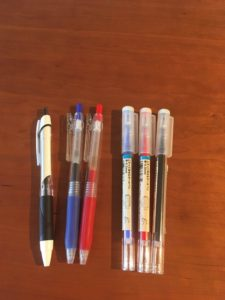 校正グッズ 赤ペン、青ペン、黒ペン