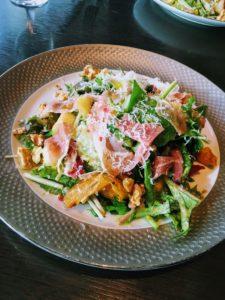 パルマ産生ハムと洋ナシのサラダ