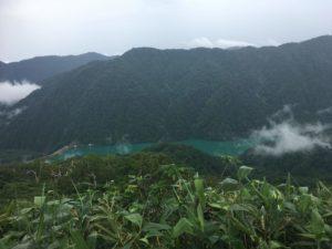 緑色の白水湖