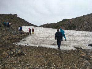 雪渓も残っている