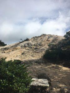 砂だらけのハト峰峠