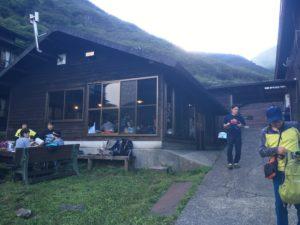 法華院温泉山荘 談話室の小屋